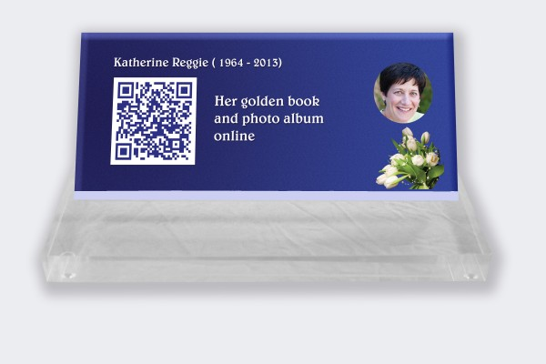 Personalized memorial plaque : Small memorial plaque Qr Code - Blue background with white tulips