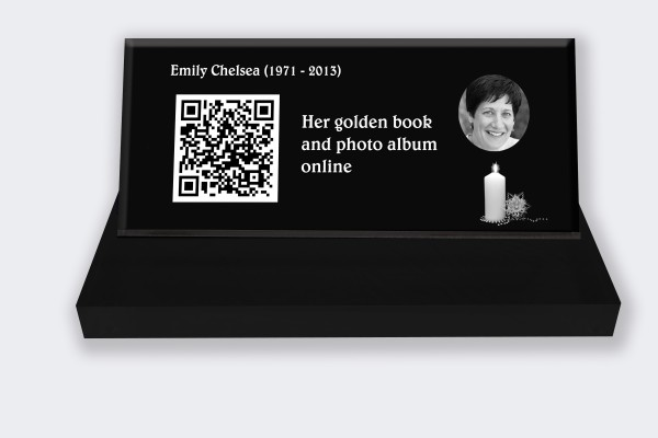 Personalized memorial plaque : Small memorial plaque QR Code - Candle black and white background