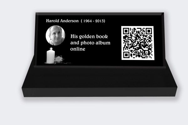 Personalized memorial plaque : Small memorial plaque QR Code - Candle on the left black and white background