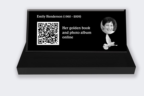 Personalized memorial plaque : Small memorial plaque QR Code - Dove black and white background